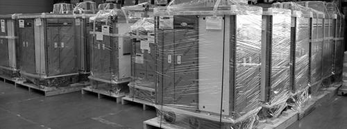 Chariots de distribution de repas emballés